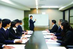 情報・知識の共有のため、社内勉強会は頻繁に開きます。