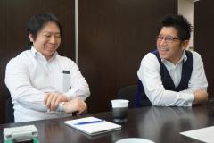代表の吉澤(右)です