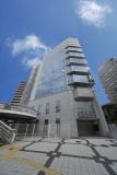 8階建ての綺麗なビルです。