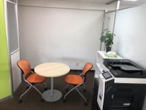休憩スペースと社内備品