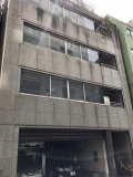 事務所があるビルの入口です
